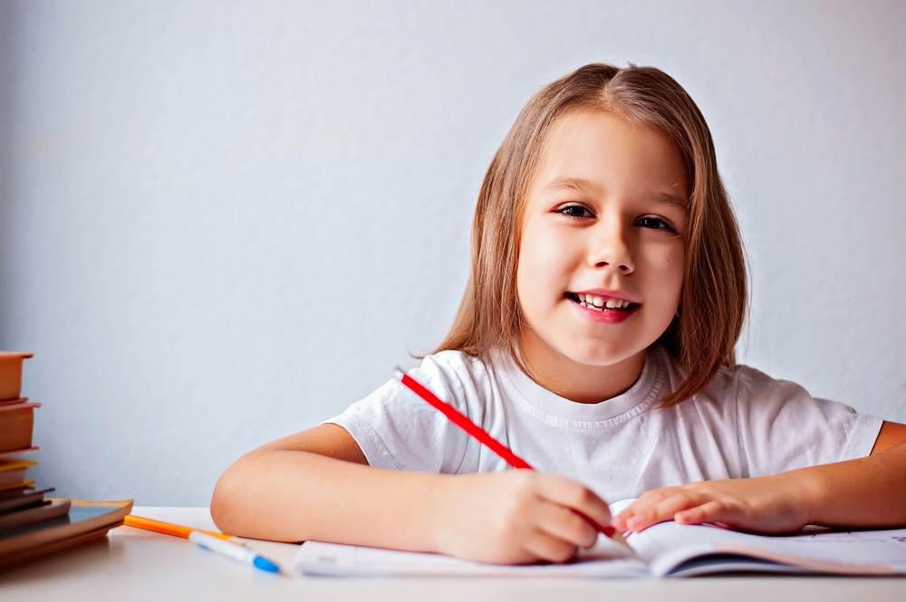 С какого возраста и как начинать учить английскому ребенка